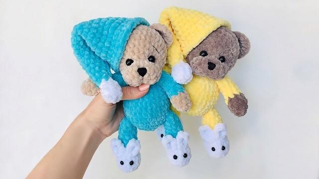 Амигуруми мишка в пижаме