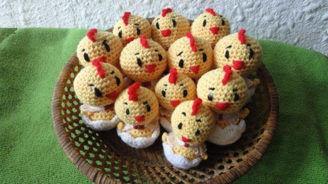 Пасхальный цыпленок в скорлупе крючком
