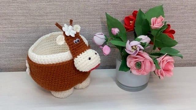 Вязаная корова-конфетница